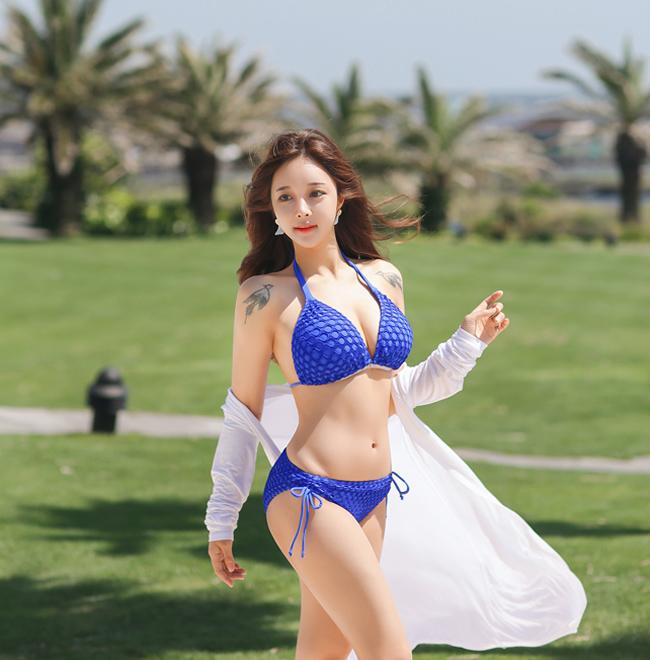 Cho Min Yeong ngọt ngào trong bộ bikini hai mảnh