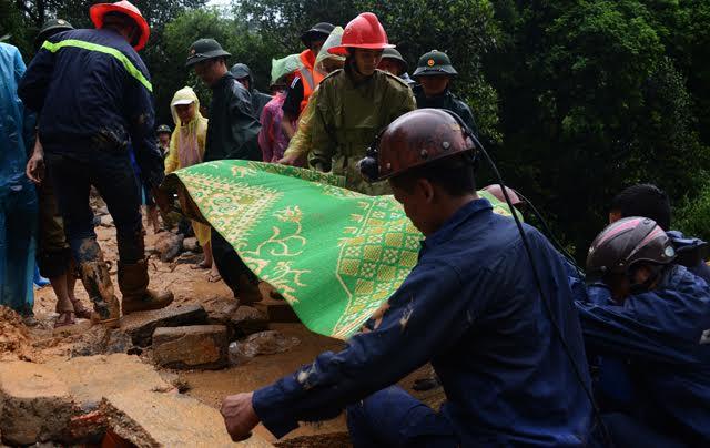 Vụ sạt đồi ở Quảng Ninh: Tìm thấy thi thể 2 nạn nhân cuối cùng - 1