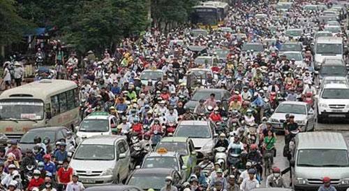 Hà Nội: Mỗi năm dân số tăng thêm bằng một huyện lớn - 1