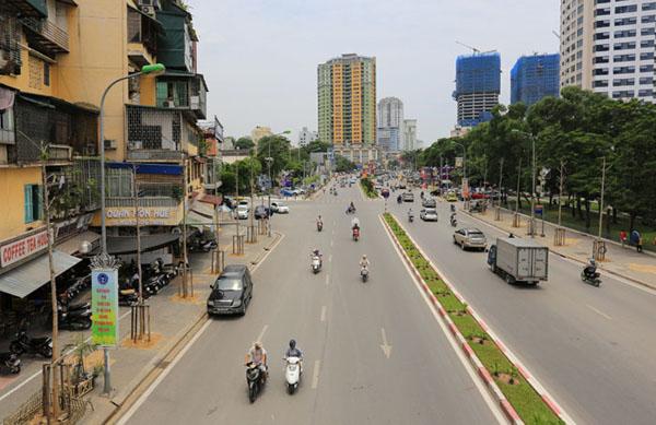 HN thay thế hàng cây mới trồng trên đường Nguyễn Chí Thanh - 1