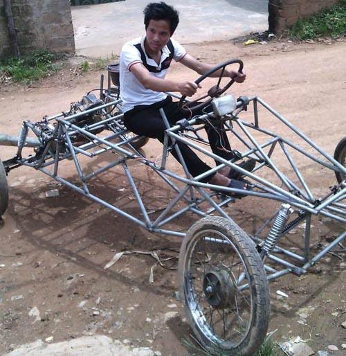 Anh nông dân tự chế xe 4 bánh chỉ với 3 triệu đồng - 1