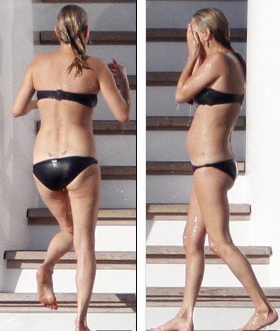 """Siêu mẫu Kate Moss mặc bikini bé xíu, lộ eo """"bánh mì"""" - 1"""