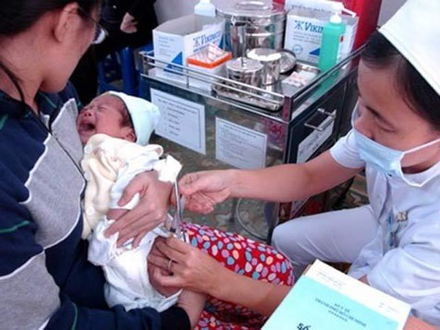 """""""Cho trẻ tiêm vắc-xin viêm gan B lúc chào đời để phòng ung thư gan"""" - 1"""