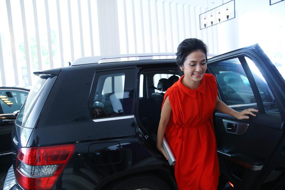 Việt Trinh tái xuất rạng rỡ sau tuyên bố đóng Facebook - 1