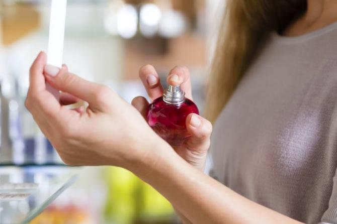Lạm dụng nước hoa có thể gây hôn mê, trầm cảm - 1