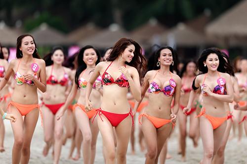 """Thí sinh HH Hoàn vũ VN mặc bikini """"thiêu đốt"""" bờ biển - 1"""