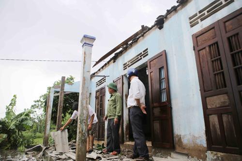 Quảng Trị: Lốc xoáy phá nhà, lũ lụt cô lập dân - 1
