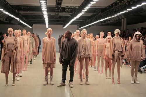 """8 lý do khiến BST của Kanye West cực """"hot"""" tại NYFW - 1"""