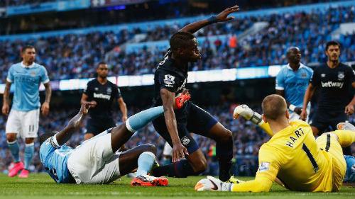 Man City đã biết thua, HLV Pellegrini trách hàng thủ - 1