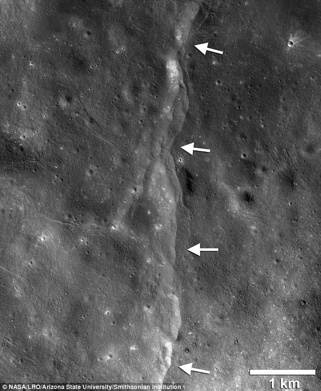 Trái đất đang khiến Mặt trăng teo nhỏ? - 1