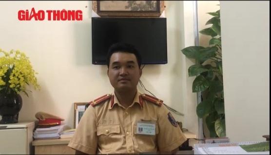 """Video: Trung úy CSGT """"giơ chân"""" nói gì? - 1"""