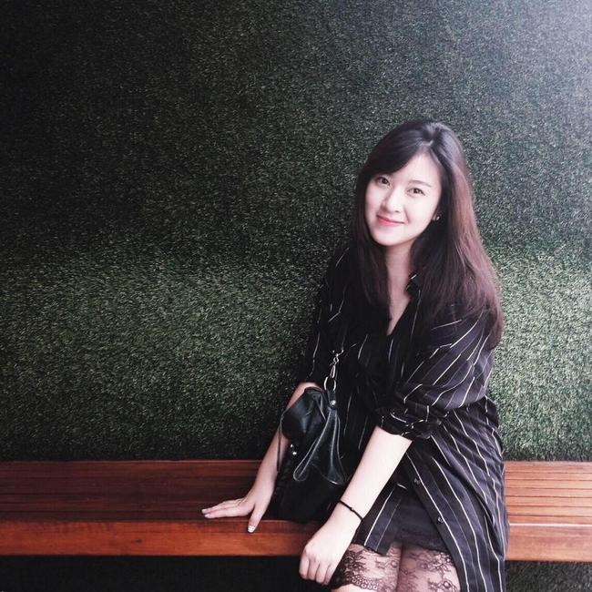Quỳnh Mi cũng cho biết, trong căn nhà trên đường Nguyễn Thị Minh Khai, hai mẹ con vẫn còn treo rất nhiều hình ảnh của Wanbi khi còn sống, những hình ảnh trên sân khấu, bìa điã album, hình trong studio,..