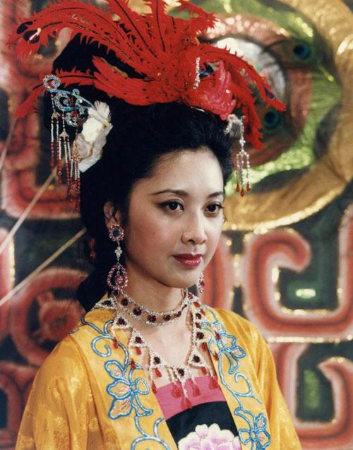 """Nhan sắc 30 năm không đổi của """"nữ vương Tây Lương"""" - 12"""