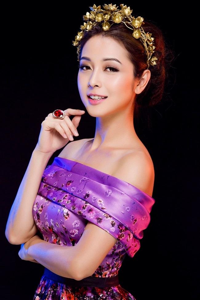Jennifer Phạm (tên thật làPhạm Vũ Phượng Hoàng,sinh năm 1985) là Hoa hậu châu Á tại Mỹ năm 2006.
