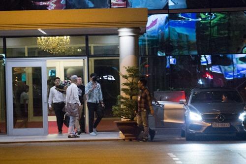 Bi Rain kín mít từ sân bay đến khách sạn khi ở Việt Nam - 1