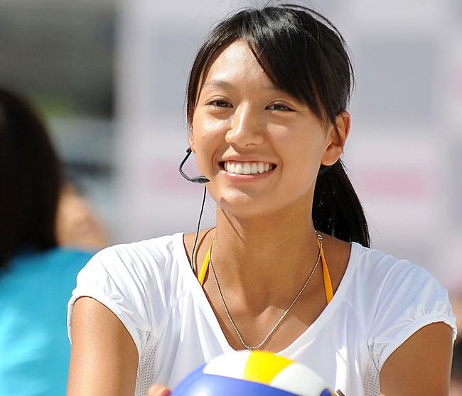 Khi cần cô cũng sẵn sàng trở thành một bình luận viên bóng chuyền bãi biển.