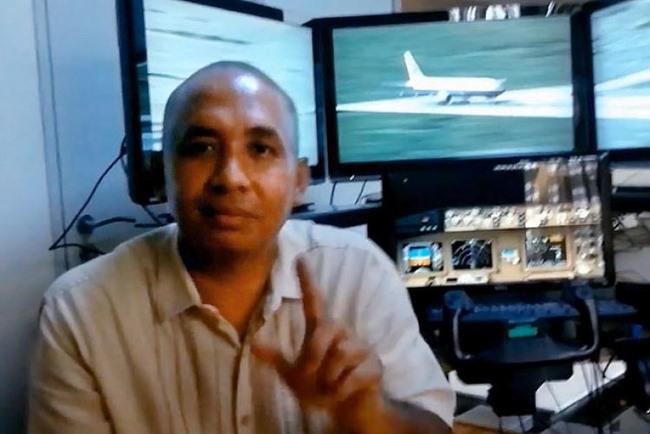 Hành vi lạ của cơ trưởng MH370 hai ngày trước thảm họa - 1