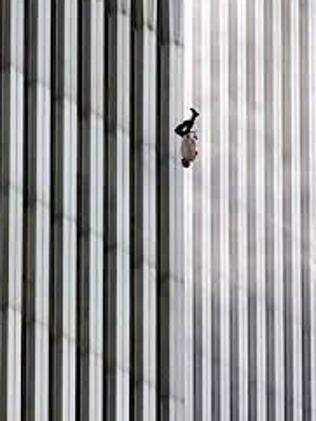 Người đàn ông bí ẩn rơi khỏi tháp đôi vụ khủng bố 11.9 - 1