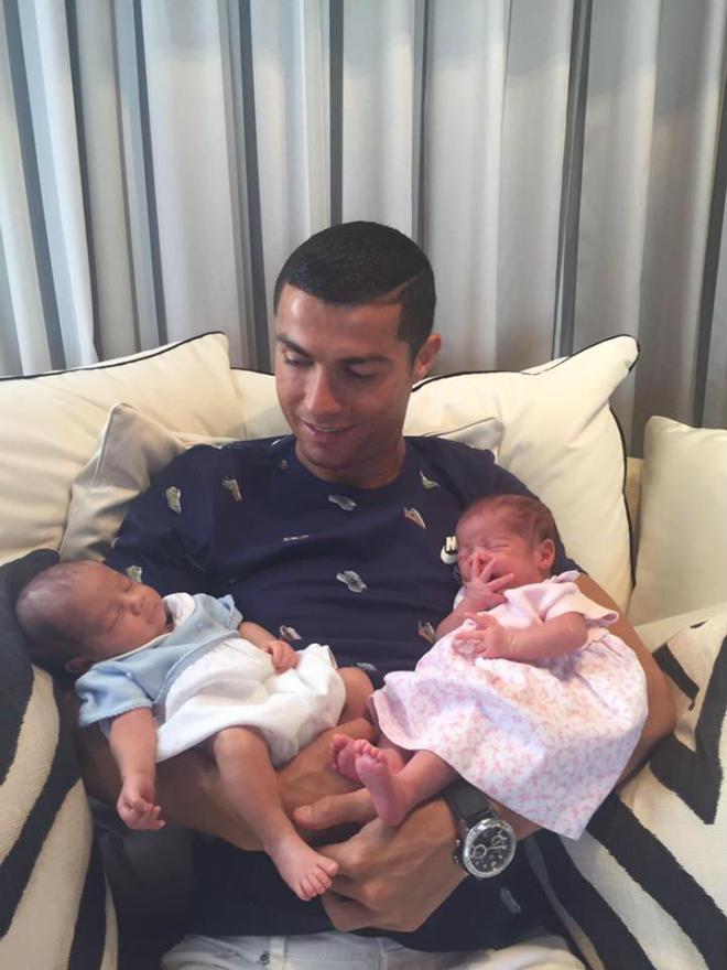 Ronaldo đón song sinh: Thuê đẻ 5,4 tỷ đồng & manh mối người mẹ bí ẩn - 1