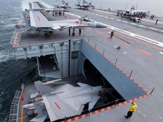 Lần hiếm hoi thế giới được nhìn thấy tàu sân bay TQ