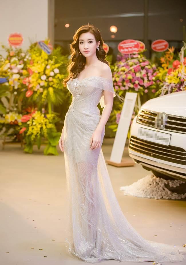 Hoa hậu Mỹ Linhdiện đầm xuyên thấu yêu kiều, khoe bờ vai trần và vóc dáng quyến rũ khi xuất hiện tại một sự kiện