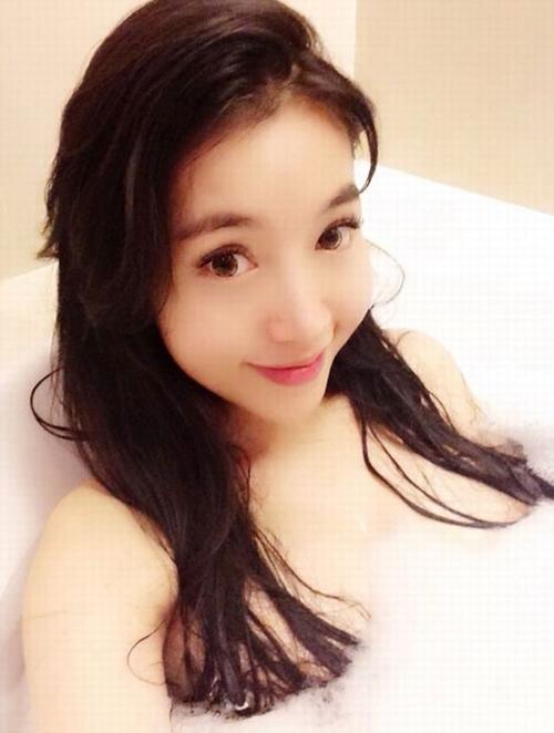 Mỹ nhân Việt khoe ảnh nude trong bồn tắm: Sự thật ngã ngửa - 1