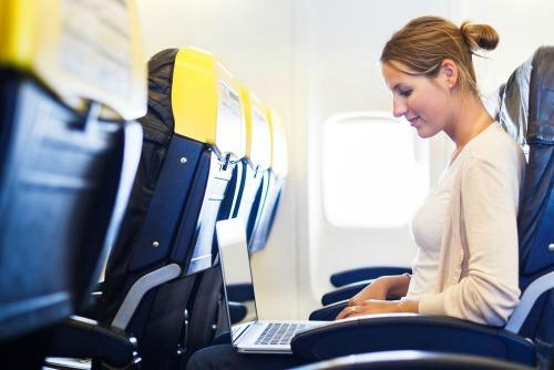 Mỹ dỡ bỏ lệnh cấm mang máy tính bảng và laptop lên máy bay - 1