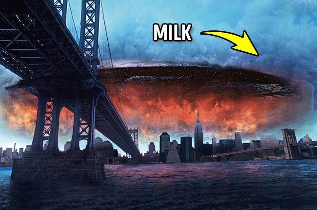 """Để tạo hình ảnh đám mây cuồn cuộn trên bầu trời, các nhà làm phim dùng máy phun sữa vào một bồn nước và quay lại cảnh sữa lan ra rồi ghép vào phim. Trong """"Independence Day"""", đám mây bao phủ trên một chiếc đĩa bay của người ngoài hành tinh. Ekip làm phim đã phun sữa vào trong một chiếc đĩa nhựa để tạo được hình ảnh tương đồng."""