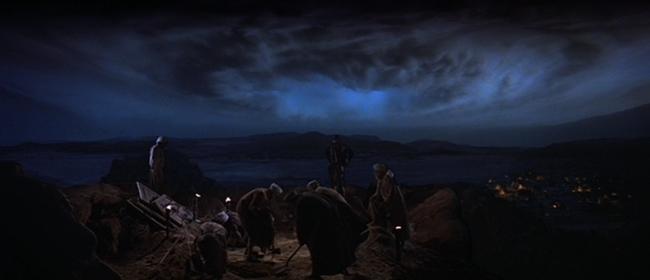 """Cảnh đám mây đen giận dữ trong """"Raiders of the Lost Ark"""" (1981) khiến nhiều người sởn da gà."""