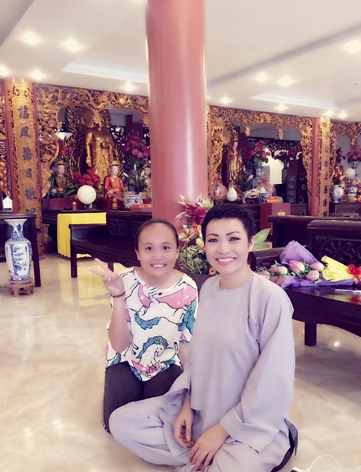 Phương Thanh đi chùa cầu nguyện sau khi công khai giới tính - 1