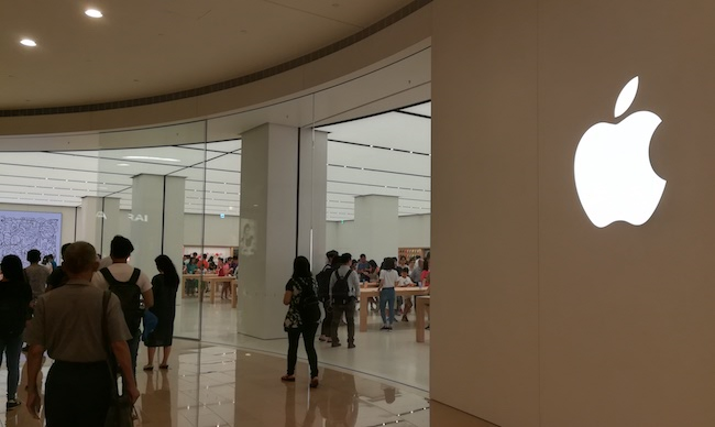 Apple đã chính thức khai trương cửa hàng bán lẻ (Apple Store) đầu tiên của hãng tại Đài Loan, lúc 11hđịa phương vào ngày 1/7/2017.