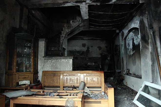 Thương tâm: Cháy nhà lúc rạng sáng, 4 người trong gia đình tử vong - 1