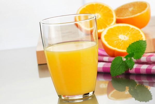 Những người này uống nước cam chẳng khác nào rước họa vào thân - 1