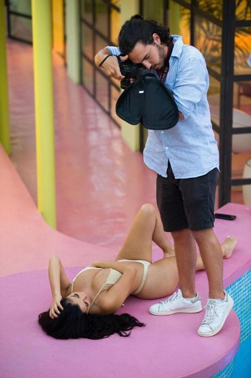 """Khi kiều nữ chân ngắn này mặc bikini, các chân dài đành """"khóc hận""""! - 1"""