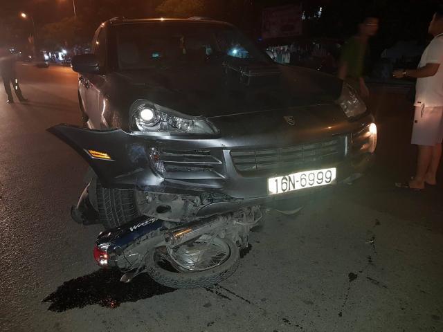 Siêu xe Porsche gây tai nạn liên hoàn, nhiều người nhập viện
