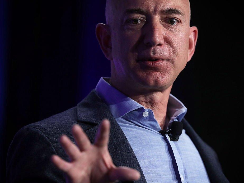 Tỷ phú Jeff Bezos: Sáng dậy không cần báo thức, tối về rửa bát cho vợ - 1