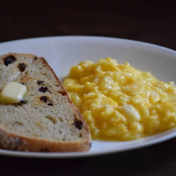Bữa sáng nhanh-gọn-lẹ với bánh mì bơ trứng ngon tuyệt - 1