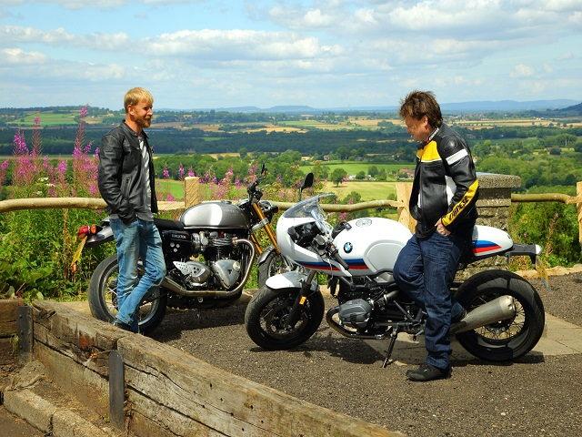 """So sánh Triumph Thruxton R với """"tân binh"""" R nineT Racer S của BMW"""