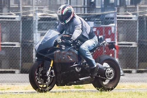 Siêu mô tô động cơ V4 của Ducati sắp trình làng - 1