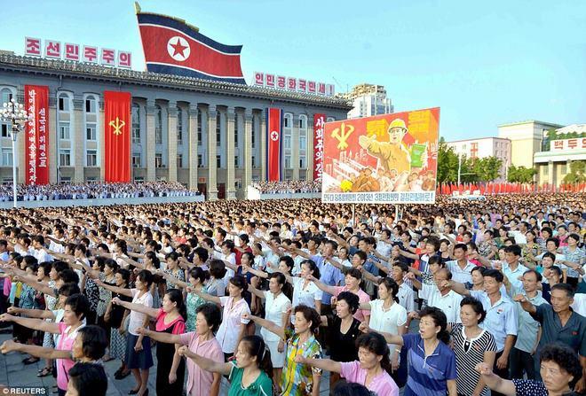 Vạn dân Triều Tiên đổ ra đường ủng hộ ông Kim Jong-un - 1