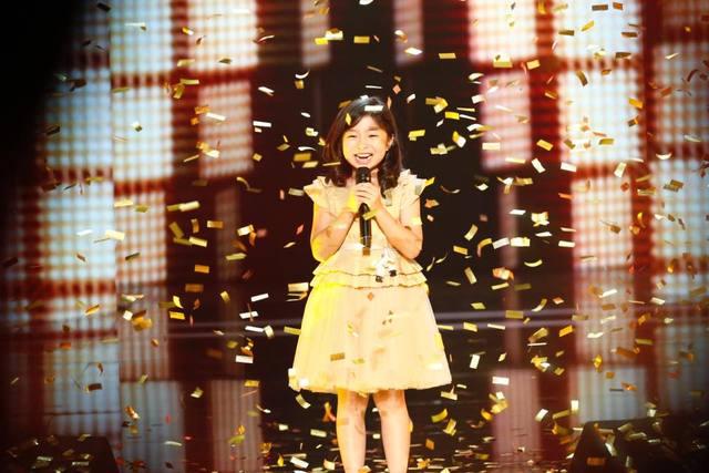 Ca sĩ nhí Trung Quốc kiếm hơn 22 tỷ đồng một năm, đổi nhà cũ nát thành biệt thự - 1