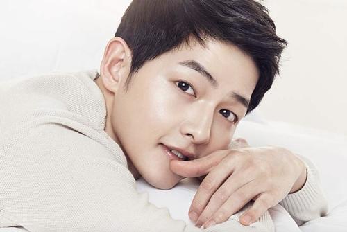Chồng chưa cưới của Song Hye Kyo có da đẹp hơn em bé nhờ điều này - 1