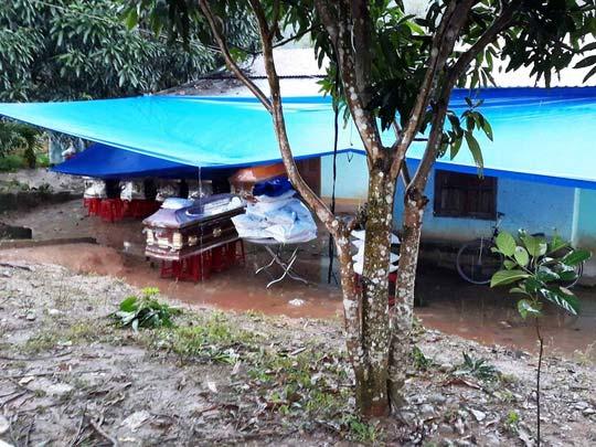 Vụ nổ 6 người chết: Thiếu ăn, 3 hộ nghèo liều cưa đầu đạn - 1