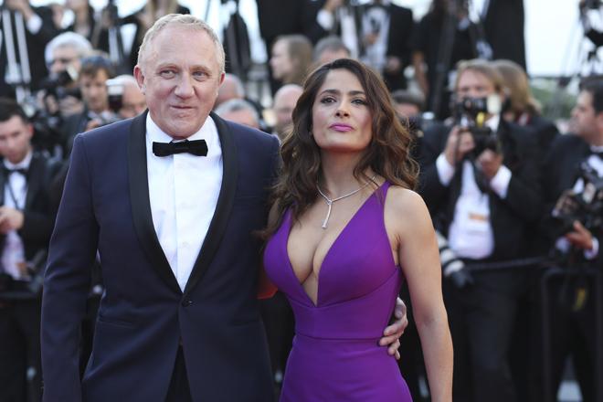 Tuyệt chiêu giữ chồng tỷ phú của bom sex màn ảnh 50 tuổi - 1