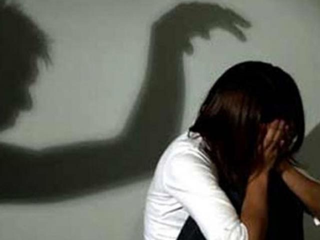 """Bé gái 12 tuổi bị """"người yêu"""" lừa đưa vào nhà nghỉ ngay trong lần gặp đầu tiên"""