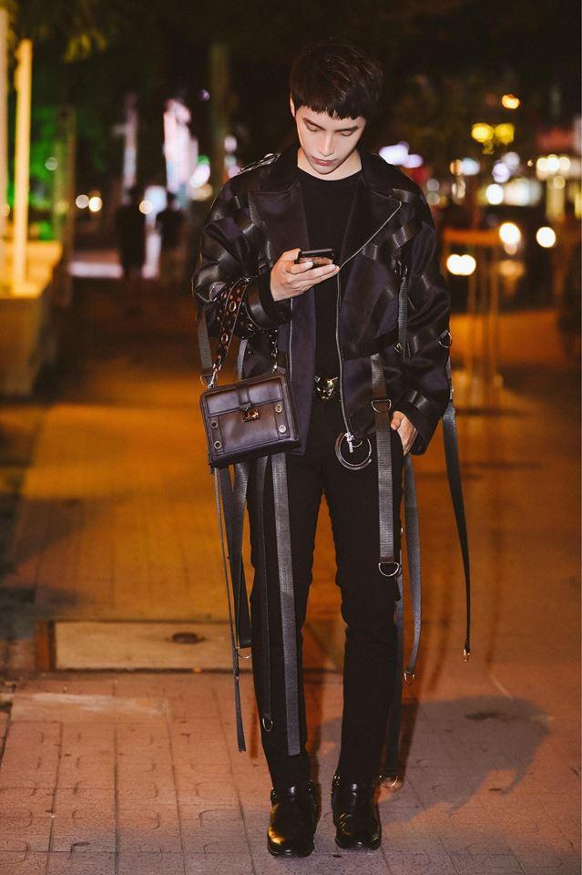 """Angela Phương Trinh vượt xa """"mỹ nữ đi xe 70 tỷ"""" trên top mặc đẹp - 1"""