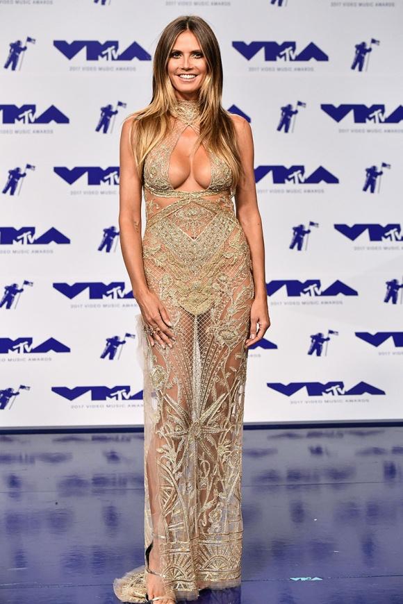 Sao đua nhau khoe vòng 1 khủng trên thảm đỏ MTV VMAs 2017 - 1