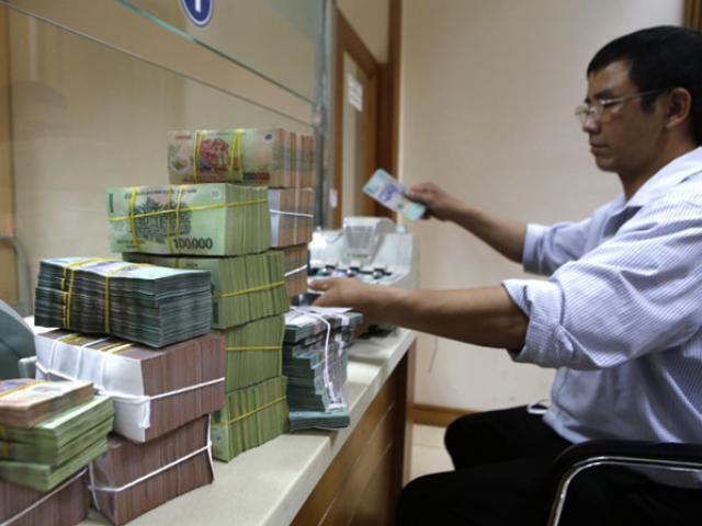 Bơm 700 nghìn tỷ đồng: Lo tiền vào chứng khoán, bất động sản?