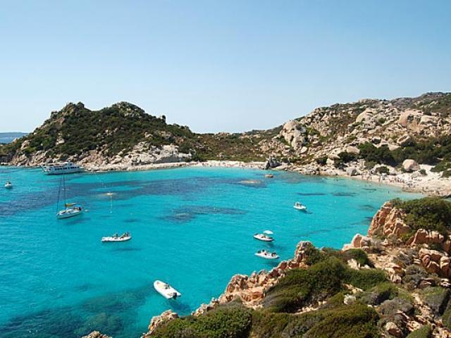 Mang cát biển về nhà, du khách bị phạt 26 triệu đồng
