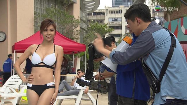Xinh đẹp, gợi cảm, thông thạo nhiều ngôn ngữ giúp Tú Văn được mời tham gia nhiều show truyền hình thực tế.